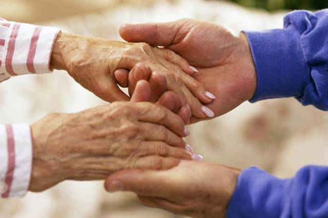 usluge upoznavanja starijih pojedinaca poznati dating preko interneta